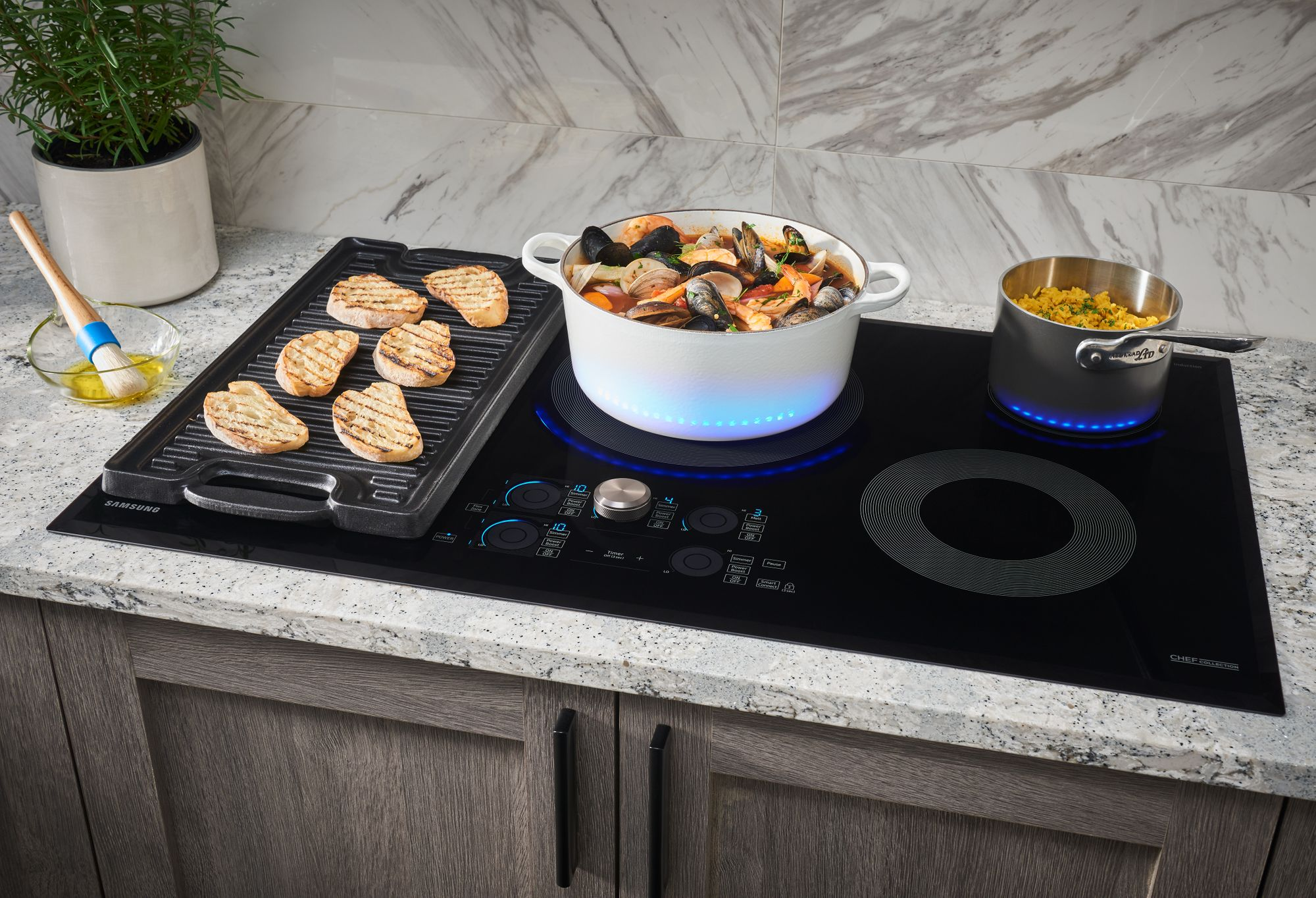 Cooktop_Electric_CC_NZ30M9880UB_Lifestyle_Flex_Zone_Food_Pots_Black_Matte